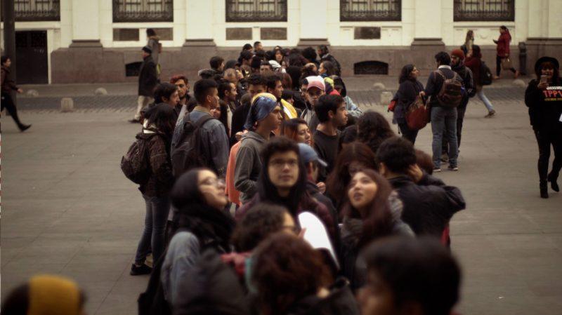 Gente esperando para interponer recurso de protección contra el TPP11