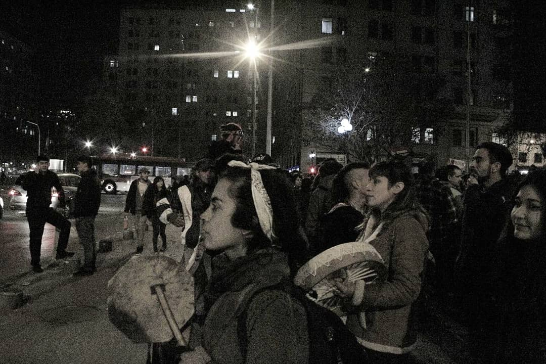 69260940 2451409925145763 6739660889881837568 o 300x200 - Galería   Movilización contra el TPP11 en Santiago: alto contingente policial esperó a activistas