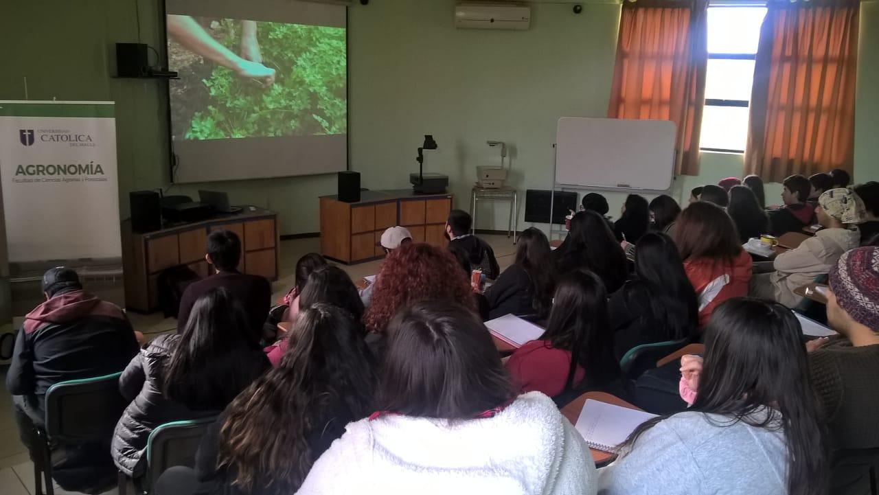 Visionado documental en Universidad Católica del Maule