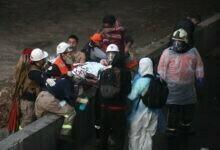 Carabinero empuja a manifestante