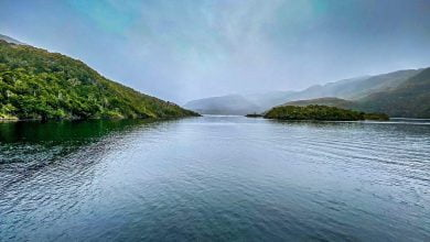 El proyecto que se sitúa dentro un espacio ancestral para las comunidades y además dentro del Parque y Reserva Nacional Kawésqar, consiste en ejecutar obras de ensanche que permitan la navegación de diferentes transportes marinos de manera segura por el canal Kirke, actual ruta de navegación hacia Puerto Natales.